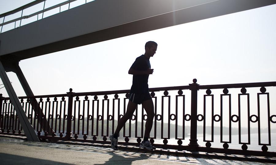 бег утро, бег рассвет, running sunrise, sunrise sunset running man