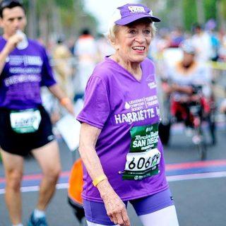 Хариетт Томпсон, рекордсмен марафон, бабушка бег марафон
