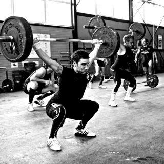 Нужно ли включать в тренировки бегунов упражнения по приседанию со штангой? 1