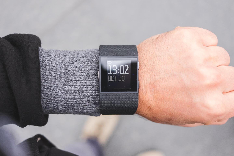 FitBit Surge - устройство строящее мосты между спортивными GPS часами и тренерами активностей 6