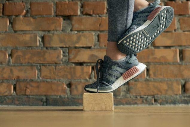 упражнения для бегунов: подъем на носок на одной ноге