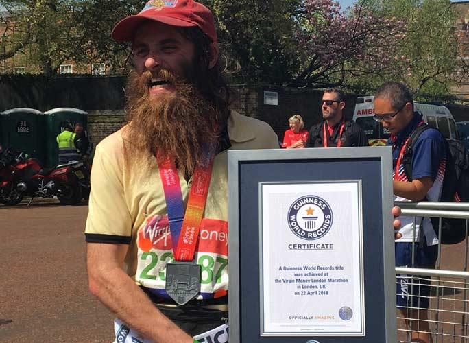 Как пробежать марафон в костюме и попасть в Книгу рекордов Гиннесса