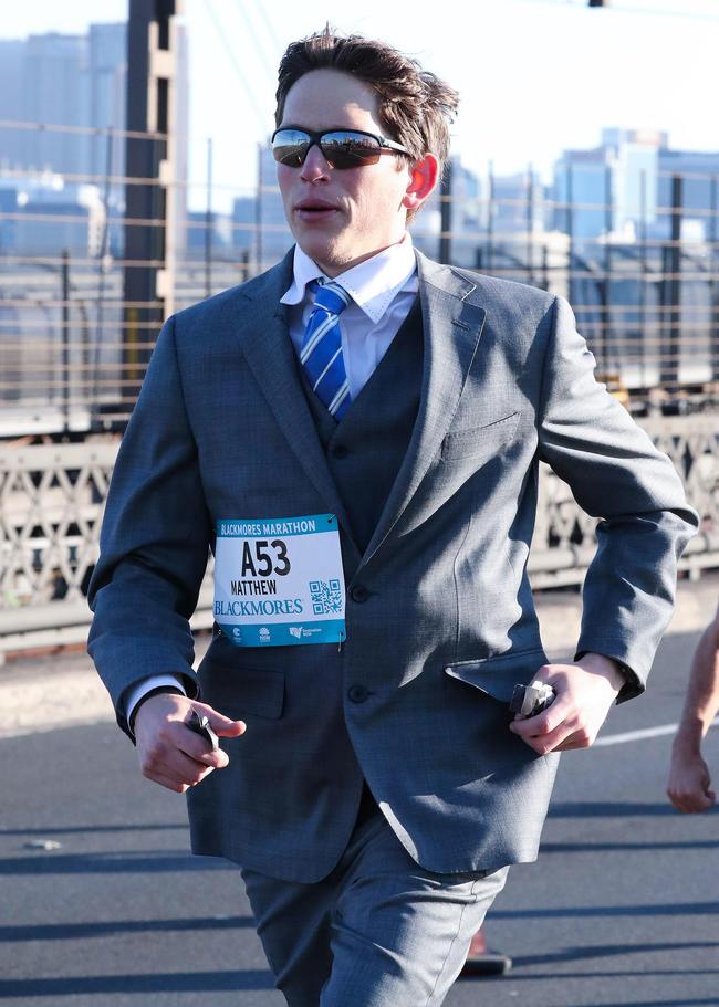 Как пробежать марафон в костюме и попасть в книгу рекордом Гиннесса
