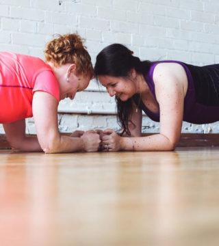 Десять упражнений с собственным весом, которые можно выполнять где угодно