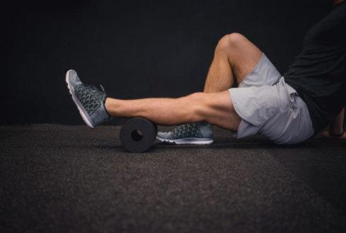 Помогает ли массажный роллер восстановиться после бега? Подборка упражнений с фоам-роллером